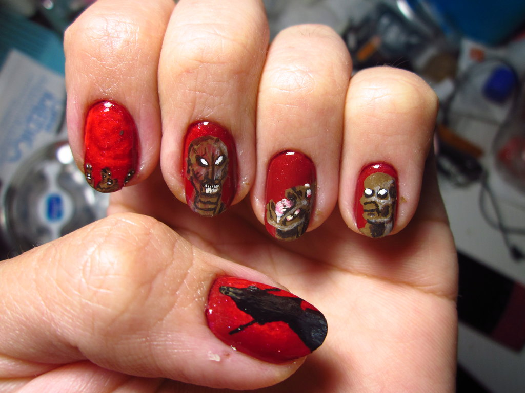 Spooky-Halloween-Themed-Nails
